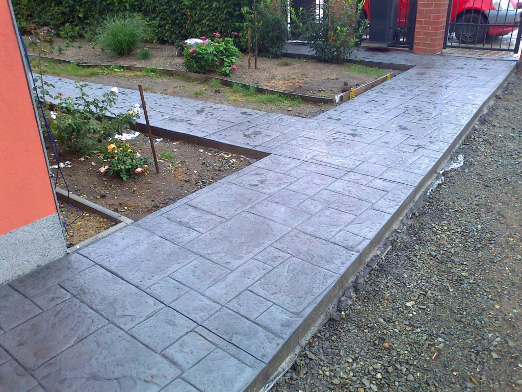 razeny-beton-vzor-bridlicova-dlazba-chodnik