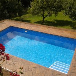razeny-beton-vzor-bridlicova-dlazba-okoli-bazenu